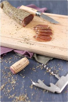 Dried filet mignon with herbs: 1 pork tenderloin 1 kg coarse salt (Gu No Salt Recipes, Meat Recipes, Wine Recipes, Cooking Recipes, Charcuterie, Food Presentation, Love Food, Food Porn, Food And Drink