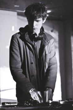 #NowPlaying: James Blake. His voice is so soulful & amazing!