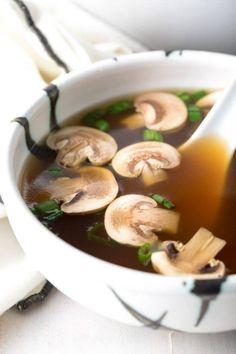 Japanese Clear Soup Recipe: This classic Hibachi restaurant favorite, also know as Miyabi Onion Soup, is a light and healthy soup to soothe the soul. Onion Soup Recipes, Mushroom Soup Recipes, Healthy Soup Recipes, Cooking Recipes, Benihana Onion Soup Recipe, Chicken Broth Recipes, Clear Broth Soups, Hibachi Recipes, Japanese Soup