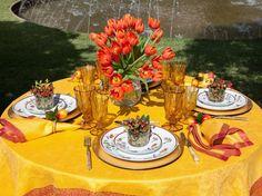 Almoço no jardim com cores quentes
