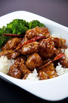 Poulet Général Tao (Sichuan) http://www.recettes.qc.ca/recette/poulet-general-tao-shezuan-103358 #recettesduqc #poulet