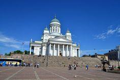 29.06.2016 Saímos de ônibus, de São Petersburgo em direção à fronteira da Rússia com a Finlândia. Foram 2,5 horas até a fronteira e mais 2 horas até Helsinque, capital da Finlândia. A grande surpre…