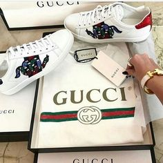 Gucci Sneakers Outfit, Gucci Outfits, Gucci Fashion, Mens Fashion, Baskets Gucci, Olympia Shoes, Gucci Brand, Jordan Shoes Girls, Gucci Gifts