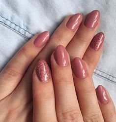 Installation of acrylic or gel nails - My Nails Shellac Nails, My Nails, Nail Polish, Oval Acrylic Nails, Pink Oval Nails, Dusty Pink Nails, Short Oval Nails, Glitter Accent Nails, Gel Nails With Glitter
