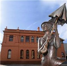 Mary Poppins statue - her birthplace in Australia