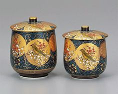 〔F〕九谷焼の湯飲み。装飾がとても豪華で、緊張してこの湯飲みでお茶は飲めないと思う