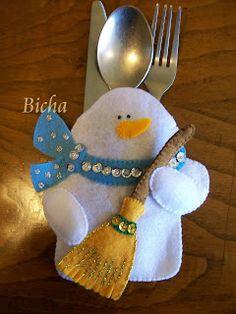 **Manualidades de Bicha**: Portacubiertos Navideños Felt Christmas Decorations, Felt Christmas Ornaments, Christmas Themes, Felt Snowman, Snowman Crafts, Holiday Crafts, Snowmen, Christmas Sewing, Christmas Crafts