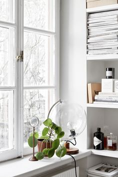 interesting use of that globe Space saving bedroom in this stylish flat - COCO LAPINE DESIGN) Home Interior, Interior Styling, Interior Decorating, Decorating Ideas, Nordic Interior, Interior Paint, Decor Ideas, Interior Inspiration, Room Inspiration