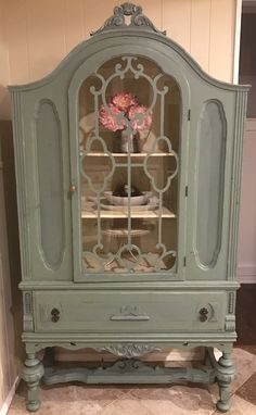 Vintage 1930's chalk painted and distressed shabby chic hutch. Beautiful piece of furniture