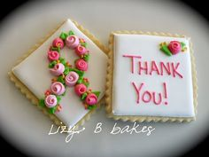 Lizy B: Cookies for my grandmother.and a sugar cookie recipe! Galletas Cookies, Iced Cookies, Sugar Cookies Recipe, Royal Icing Cookies, Cupcake Cookies, Cookie Recipes, Cookie Ideas, Cupcakes, Frosted Cookies