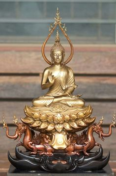 """Just keep in mind: the more we value things outside our control, the less control we have. Art Buddha, Thai Buddha Statue, Buddha Face, Buddha Buddhism, Buddhist Art, Buddhist Temple, Budha Statue, Buddha Background, Buddhism Symbols"