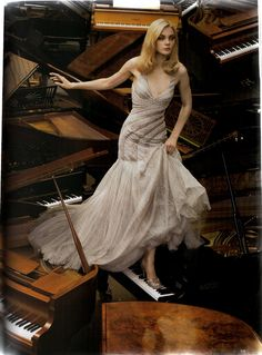 """Jessica Stam in Atelier Versace Fall 2007 Haute Couture for """"Golden Years"""" by Corinne Day, Vogue UK October 2007 Jessica Stam, Vogue Uk, Style Couture, Couture Fashion, Day Dresses, Prom Dresses, Formal Dresses, Long Dresses, Fashion Models"""