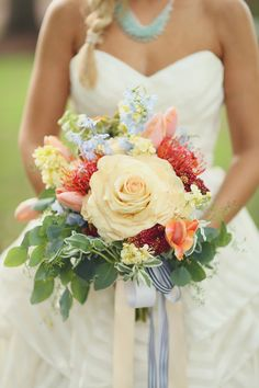 Yellow rose bridal bouquet | J. Woodbery Photography | see more on: http://burnettsboards.com/2014/09/classic-southern-wedding-inspired-wind/