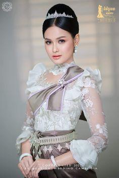 Wedding Outfits, Wedding Dresses, Beautiful Fantasy Art, Traditional Wedding, Beautiful Ladies, Cambodia, Ethnic, Thailand, Women Wear