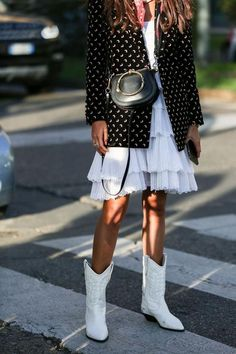boots to wear: 9 correct ideas shoes White cowboy boots you can find similar pins below. We have brought the best of the follo. shoes White cowboy boots you can find similar pins below. We have brought the best of the follo. Street Style Outfits, Street Style 2018, Looks Street Style, Street Style Edgy, White Cowboy Boots, Cowboy Boot Outfits, Outfit With Cowboy Boots, Cowboy Cowboy, Outfits Inspiration