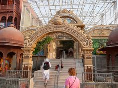 #magiaswiat #vrindavan #matura #podróż #zwiedzanie #indie #blog #świątynie #krishna #gopi #aszram #ogrody #jamuna #drzewogopi #mandir #kund #szpitalayurwedy #ghaty rangnath #bhagavan #rangaji #iscon #balaram #madanmohanji #govinddev# bihari Mandir, Amalfi, Krishna, Louvre, Building, Blog, Travel, Viajes, Buildings