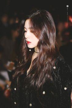 Fans Claim Irene Looked Like A Gorgeous Vampire In This Outfit Seulgi, Irene Red Velvet, Black Velvet, Pink Velvet, Korean Girl, Asian Girl, Korean Star, Ulzzang Girl, K Pop