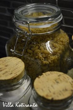 / Glass jars for storing food ingredients in kitchen. Texts to the jars made with Dymo -machine. Glass Jars, Texts, Stuffed Mushrooms, Vegetables, Kitchen, Diy, Food, Stuff Mushrooms, Glass Pitchers