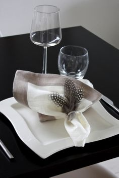 Easter | table setting | feathers