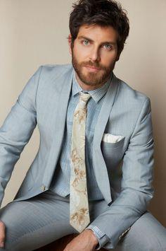 David Giuntoli - Beautiful man - Handsome - gorgeous - Grimm - love him! David Giuntoli, Grimm, Fitz Huxley, Light Blue Suit, Blue Suits, Vertical Striped Dress, Costume Slim, Herren Outfit, Hommes Sexy