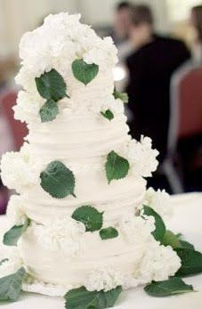 ake Idea: Adorn your cake with leaves. Striking and simple.