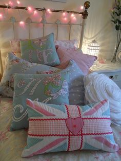 #Lovely #shabby #cushions #pillows #cute #home #deco #bed