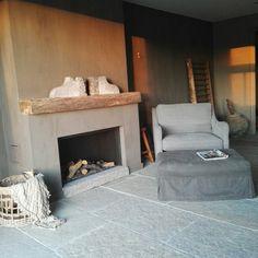 Livingroom simplicity rustic fireplace www.judith-en-co.blogspot.com