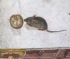 Мышка с орехом