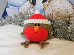Christmas robin (pattern by Bluesocks Designs). Cutest little knitted Christmas decoration! - Crafting Intensity