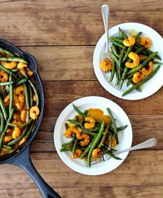 Coconut Curry Shrimp & Green Beans - The Wheatless Kitchen Healthy Gluten Free Recipes, Heart Healthy Recipes, Healthy Foods To Eat, Healthy Eating, Healthy Dishes, Clean Eating, Shrimp And Green Beans, Meals Under 400 Calories, Coconut Curry Shrimp