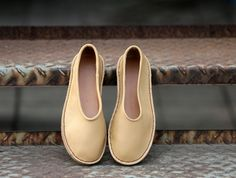 Handmade calfskin leather flat shoes by BonLife on Etsy