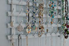 necklace-holder-side-detail by Kelly Luna, via Flickr