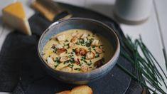 Nějak si neumíme během zimy představit nic lepšího než pořádnou porci horké a krásně krémové polévky. Cheeseburger Chowder, Garlic, Good Food, Food And Drink, Soup, Vegetarian, Baking, Kitchen, Recipes