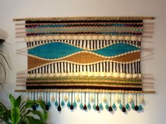 Telaresytapices .... Maria Elena Sotomayor : Muchos colores para un mismo modelo!!! Tapestry Weaving, Loom Weaving, Arts And Crafts, Diy Crafts, Textiles, Home Accessories, Macrame, Projects To Try, Wall Decor