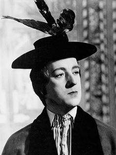 Alec Guinness in Kinds Hearts and Coronets directed by Roger Harner, 1949 Iconic Movies, New Movies, Classic Movies, Simon Callow, Alan Bates, Alec Guinness, Billy Zane, Star Wars, Tony Curtis