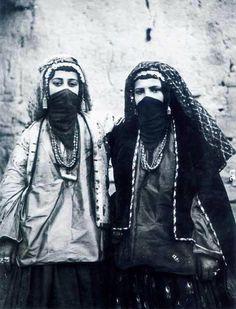 Kurdish Jews from the city of Saqez, Eastern Kurdistan, circa 1900