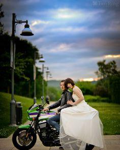 Biker Wedding - Unique Wedding Ideas and Wedding Decorations with Motorcycle Wedding Themes Biker Wedding Theme, Bike Wedding, Motorcycle Wedding, Wedding Poses, Dream Wedding, Bike Photoshoot, Wedding Photoshoot, Wedding Shoot, Wedding Ceremony Decorations