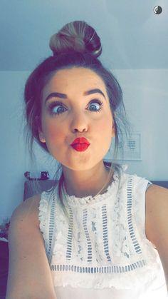 (Fc. Zoella) hi ! I'm Zoe *i smile * I'm VERRY hypo and nice , I love photography and I am a blogger on YouTube , I'm 19 and single . Come say hi ?