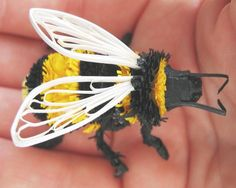 Bumble bee crafts - making a bumble bee (4)