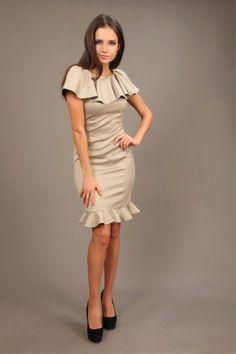 Модное платье внизу с воланом уже несколько сезонов подряд держат лидирующие позиции на пьедестале моды. Какие фасоны и цвета актуальны? Кому пойдет и с чем носить?