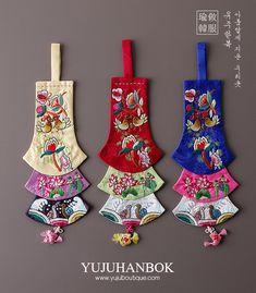 Korean Crafts, Korean Painting, Fabric Jewelry, Hanfu, No Frills, Seoul, Fiber Art, Christmas Stockings, Tassels