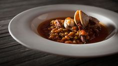 Recettes - Signé M - TVA - Mijoté de haricots blancs au jus de poivron Chana Masala, Chili, Ethnic Recipes, Food, Bell Pepper, Juice, White Beans, Seafood, Clams