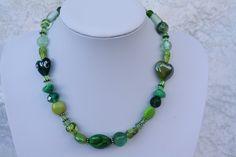Ketten kurz - Kette grün weiß Perlen Schmuck Herz love - ein Designerstück von trixies-zauberhafte-Welten bei DaWanda
