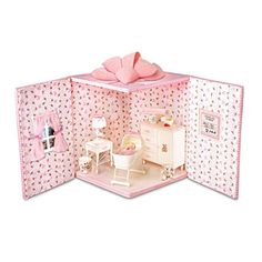 Adorable room in a box diorama idea.