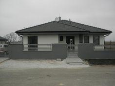 Modern Family House, Family House Plans, House Fence Design, Front Fence, Modern Fence, Backyard Landscaping, Planer, Living Room Designs, Pergola