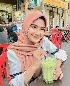 Casual Hijab Outfit, Ootd Hijab, Hijab Chic, Hijabi Girl, Girl Hijab, Beautiful Hijab Girl, Moslem Fashion, Islamic Girl, When You Love