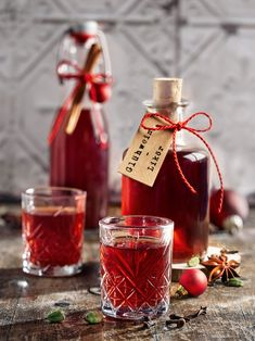 Christmas Is Coming, Christmas Presents, Christmas Diy, Cookie Gifts, Schnapps, Cocktails, Drinks, Hot Sauce Bottles, Glass Bottles