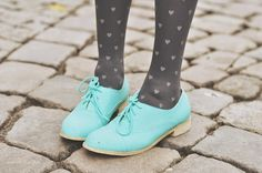 Turquoise oxfords + heart print tights #HUELovesShoes