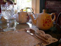 Tea table Tea Pots, Kitchen Appliances, English, Tableware, Diy Kitchen Appliances, Home Appliances, Dinnerware, Appliances, Dishes