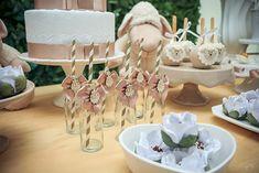 Decoração de chá revelação da Up Arts Aletilê de Festas, com o tema ovelinha, fotografada dia 05.06.2016, por éricavighifoto! Baby Shower Themes, Lamb, Place Cards, Place Card Holders, Table Decorations, Party, Up, Kids Part, Kid Birthdays